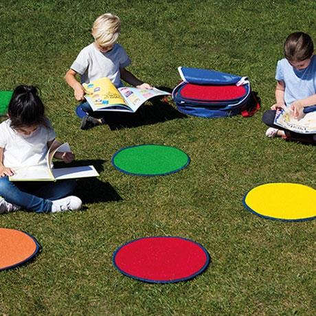 Individual circular mats in rainbow colours in a s
